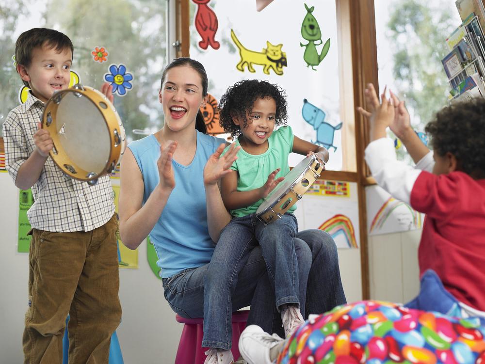 Ferienprogramm-Spiel und Spaß